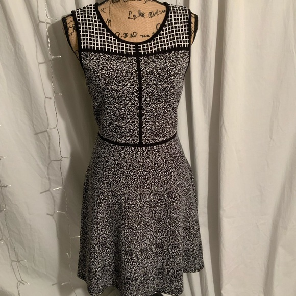 41 Hawthorn Dresses & Skirts - Black and white